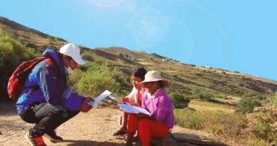 Donan moto a maestro rural de Bolivia que camina por horas para enseñar a cada uno de sus alumnos | Internacional | Noticias