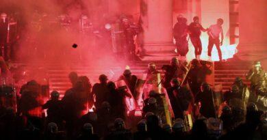 La ira pública aumenta en los Balcanes a medida que aumenta el número de virus corona