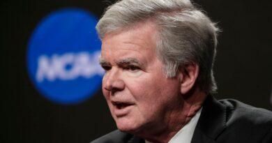 El estado del liderazgo del fútbol universitario en 2020: la NCAA, un comisionado y más