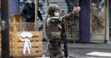Se abrió una investigación de terror en París después de dos puñaladas;  2 detenciones