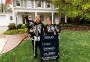 La economía estadounidense ha entregado COVID-19 para algunas casas de lujo y desalojos para otras.  De Reuters