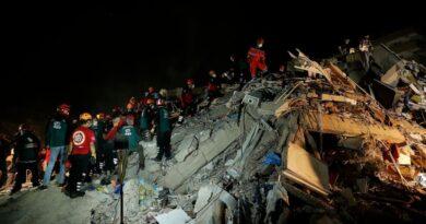 El número de muertos en un terremoto en Turquía, la isla griega, es de 28