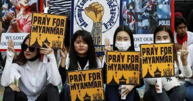 Myanmar protesta por su economía en riesgo por la desaceleración bancaria