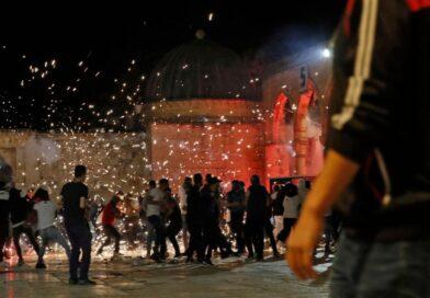 La policía israelí choca con los palestinos en la mezquita de Jerusalén;  Según la Media Luna Roja Palestina, más de 260 personas resultaron heridas en dos días.
